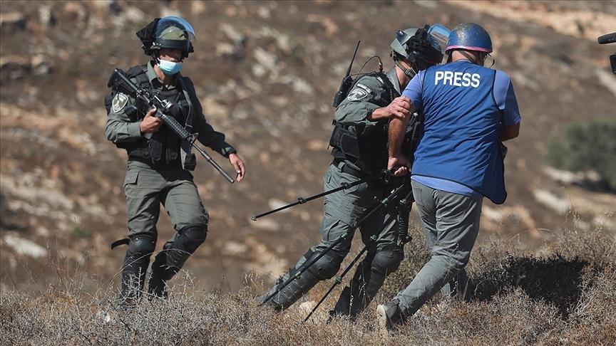 İsrail güçleri Batı Şeria'da son günlerde yaşanan olaylarda 5 gazeteciyi yaraladı