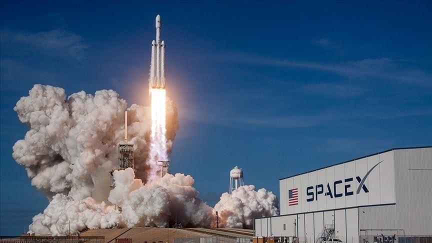 SpaceX 4 astronotu taşıyan Crew Dragon mekiğini uzaya fırlattı