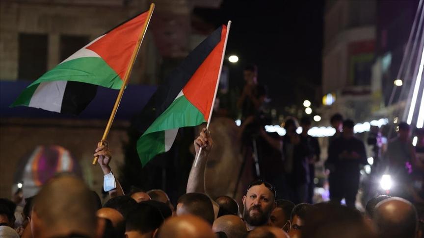 Filistinli gruplar, Devlet Başkanı Abbas'ın seçimlerin ertelenmesi kararına itiraz etti