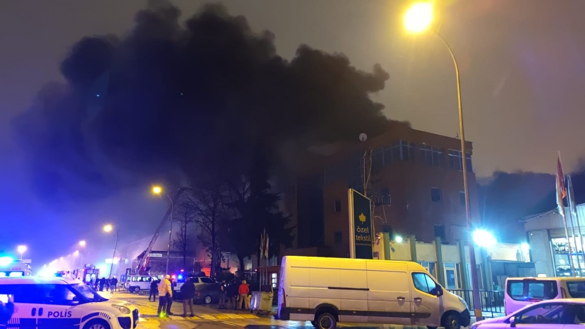 Bursa'da mobilya ve tekstil fabrikalarında yangın