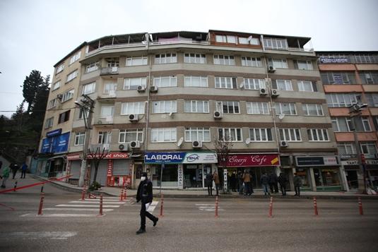 Bursa'da heyelanda zarar gören binalarda hasar tespiti yapılıyor
