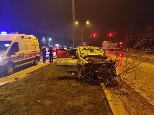 Bursa'da kamyonetle çarpışan otomobil sürücüsü yaralandı