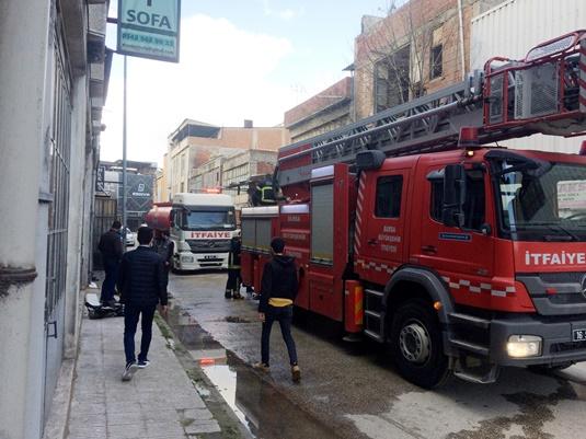 Mobilya üretim atölyesinde çıkan yangın söndürüldü