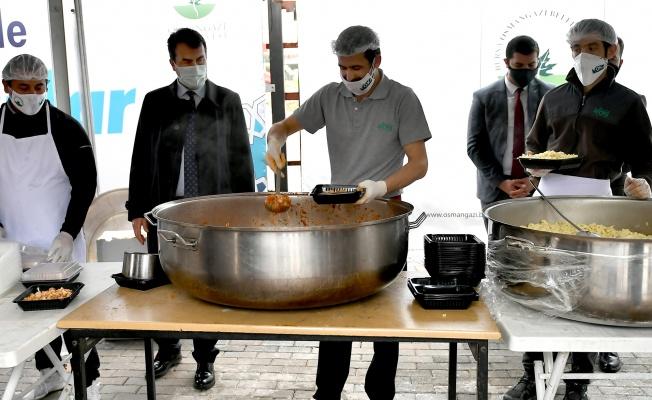 Osmangazi'den 5 Noktada Sıcak İftarlık Dağıtımı