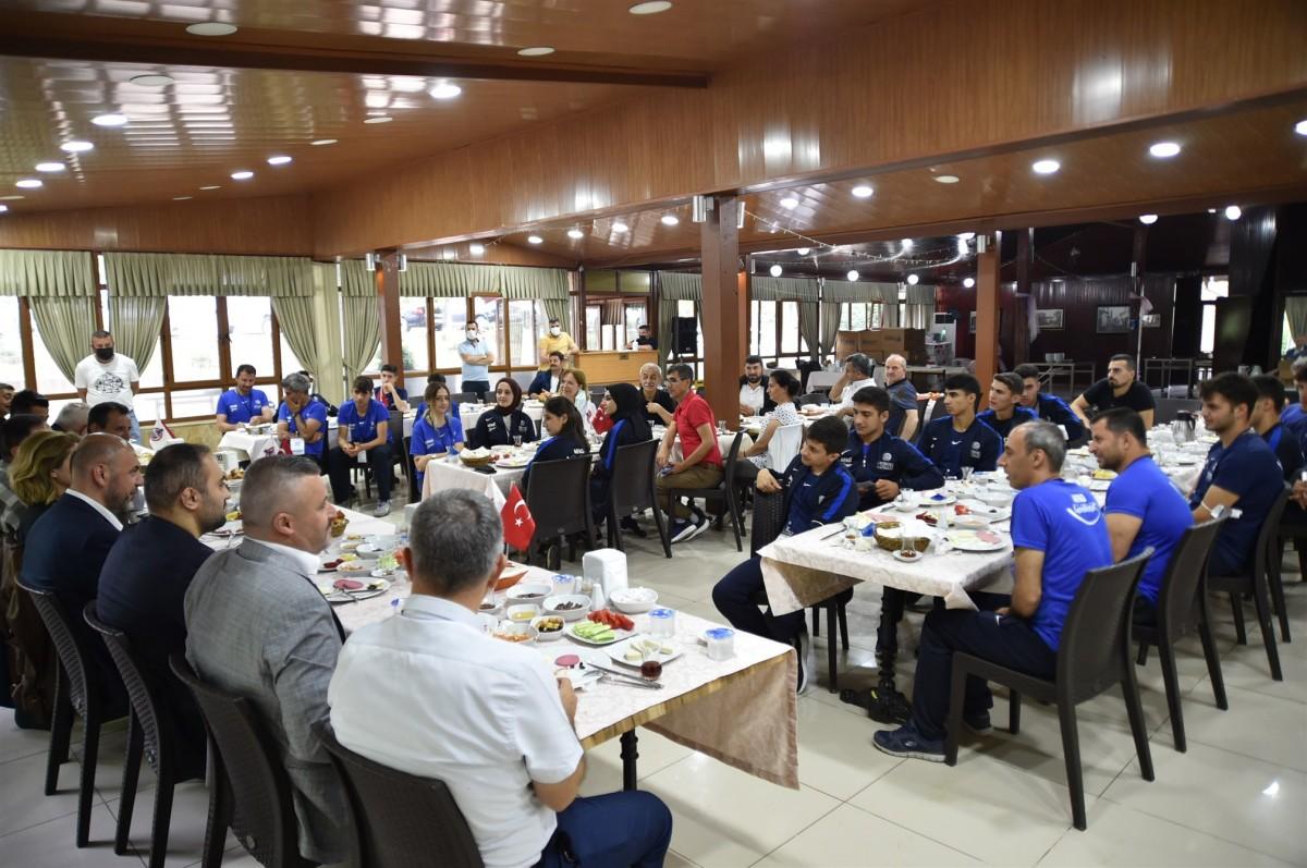 Orhangazi Belediye AFAD gönüllüsü genç sporcuları ağırladı