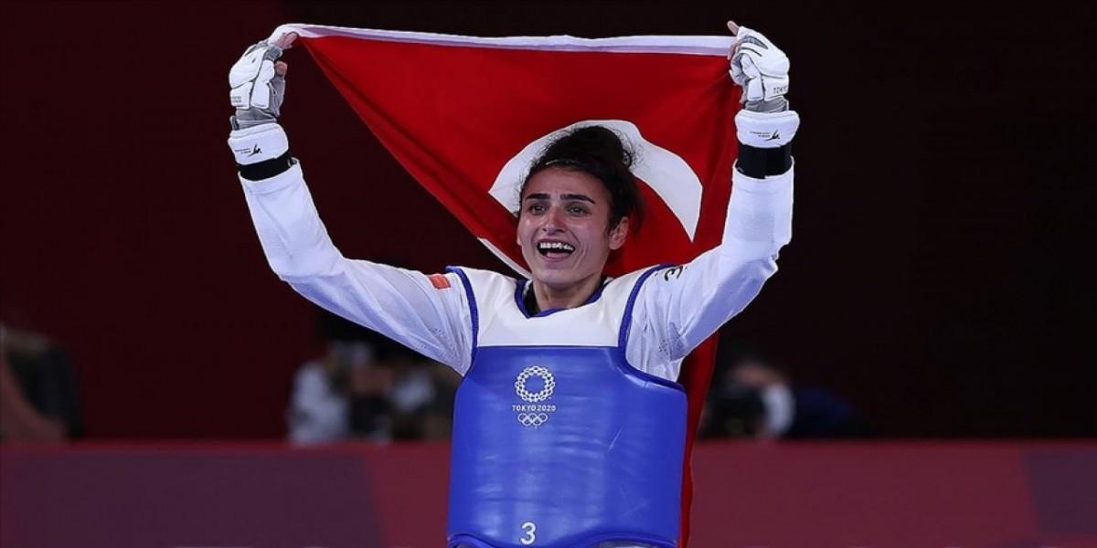 BUÜ'lü öğrencilerden tarihi olimpiyat başarısı