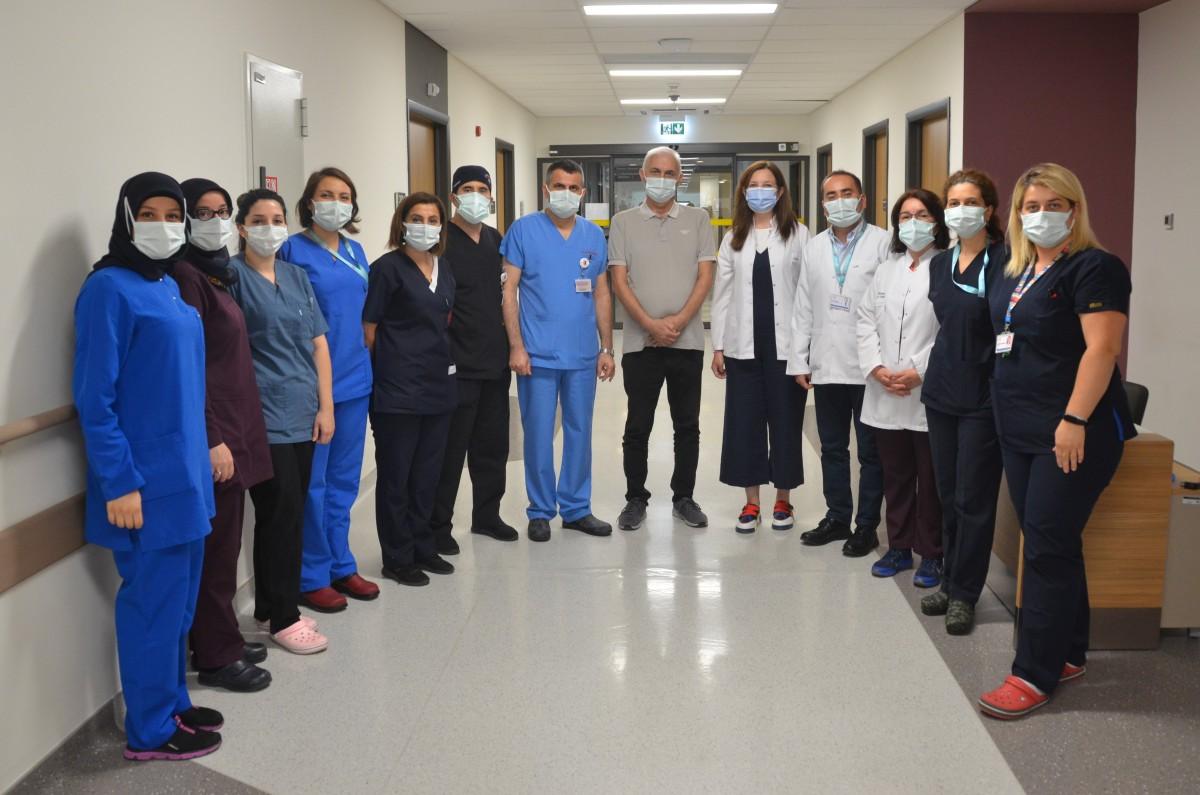 Kovid-19 nedeniyle gelişen akciğer yetmezliğinden ECMO tedavisiyle kurtuldu.