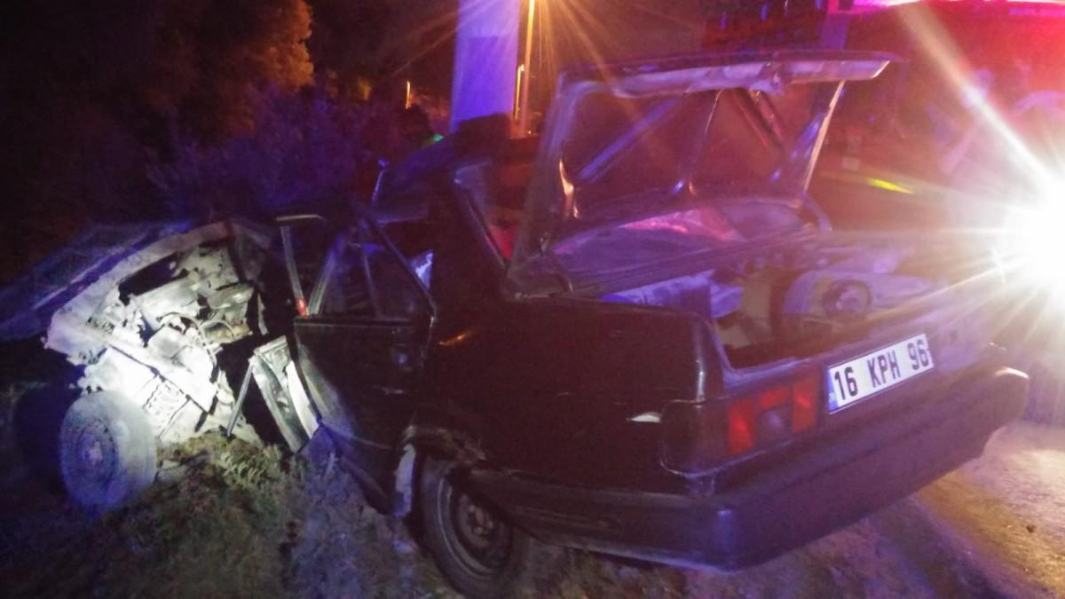 Bursa'da beton direğe çarpan otomobilin sürücüsü öldü