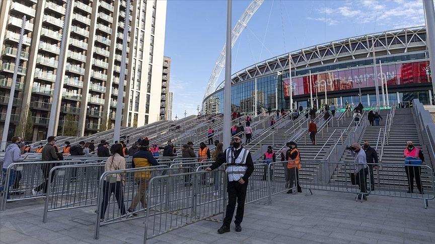 İngiltere Federasyon Kupası yarı finalinde sınırlı sayıda taraftar tribündeki yerini aldı