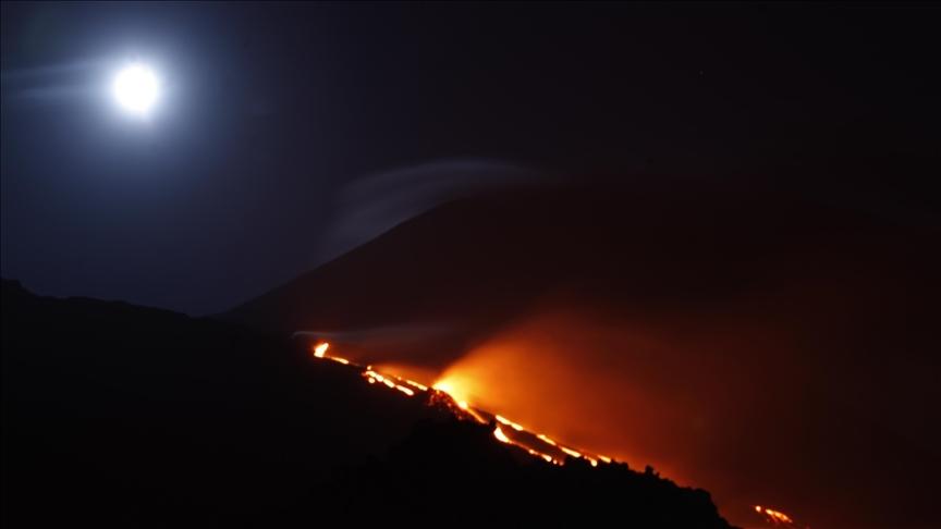 Japonya'nın güneybatısındaki Sakurajima Yanardağı'nda patlama oldu