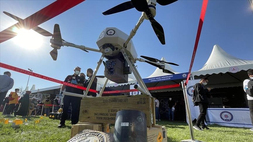 Dünyanın ilk lazer silahlı dronu 'Eren' festivalde ilgi gördü