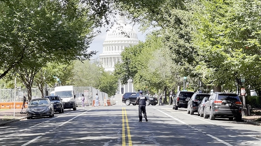 ABD Kongre binası yakınındaki şüpheli araç polisi alarma geçirdi