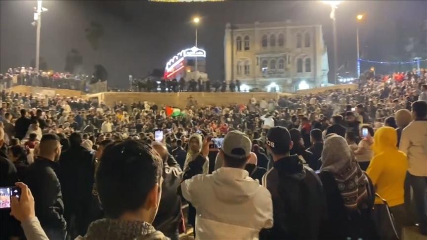 İsrail polisi, Şam Kapısı'nda Filistin bayrağı açan grubu dağıttı
