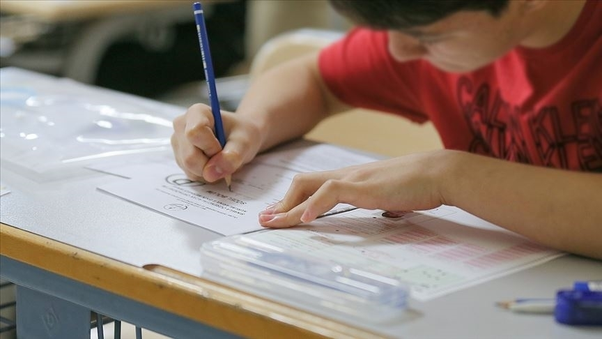 LGS'de öğrencilerin yüzde 93'ü tercih ettiği okullardan birine yerleşti