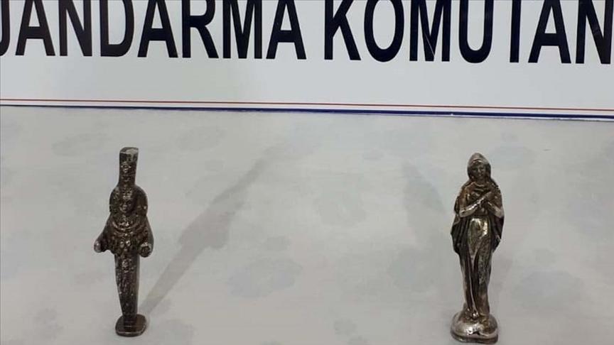 Muş'ta tarihi olduğu değerlendirilen Meryem Ana ve Artemis figürlü heykel ele geçirildi