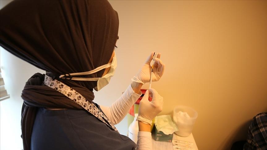 Kovid-19'la mücadele kapsamında uygulanan aşı miktarı 28 milyon 233 bin 774 doz oldu