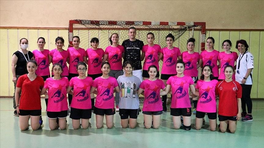 Kız çocuklarının spor yapması için kurulan hentbol takımı 1. Lig'e çıkmak için mücadele edecek
