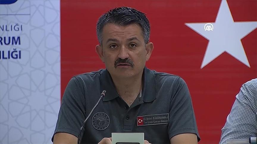 Tarım ve Orman Bakanı Pakdemirli: Şu anda yerleşim yerlerini tehdit eden bir yangın yok