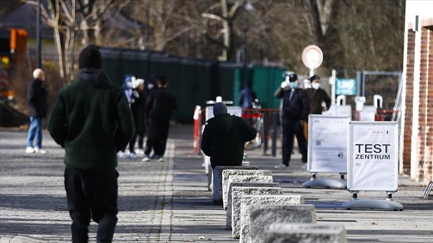Almanya'da Kovid-19'dan ölenlerin sayısı 75 bini geçti
