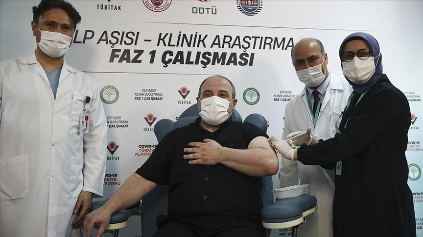 Bakan Varank, yerli Kovid-19 aşı adayının ilk insan denemelerinde gönüllü oldu