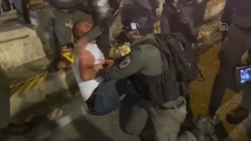 İsrail polisi yine Doğu Kudüs'te Filistinlilere müdahale etti