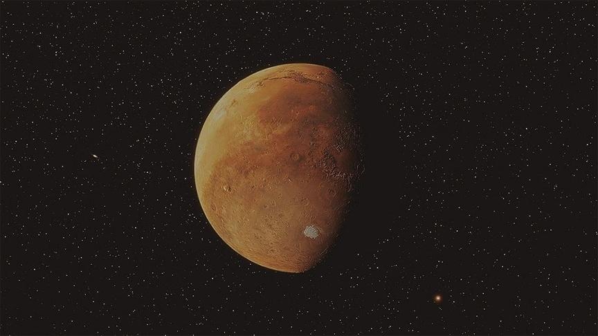 Çin'in Mars keşif aracı Tienvın-1 gezegenin iki tarafından fotoğraf gönderdi