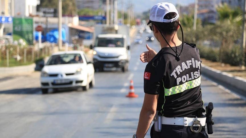 Türkiye genelindeki trafik denetimlerinde kural ihlali yapanlara ceza kesildi