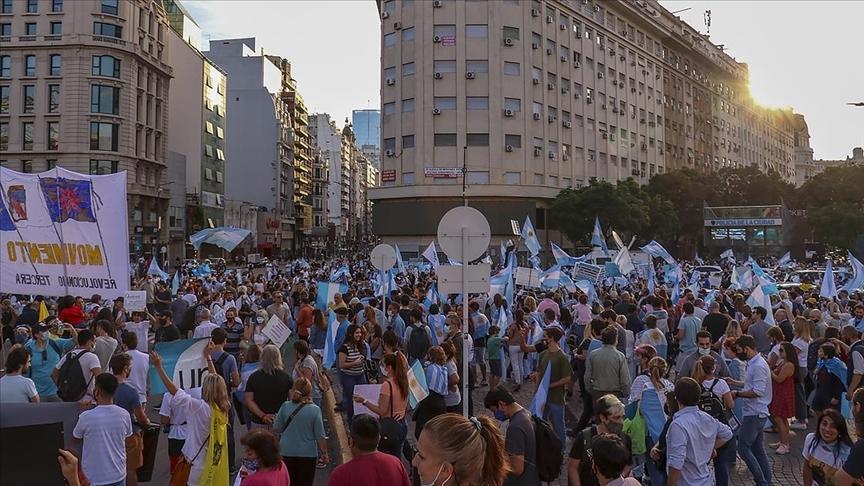 Arjantin'de yüz yüze eğitimin askıya alınması protesto edildi