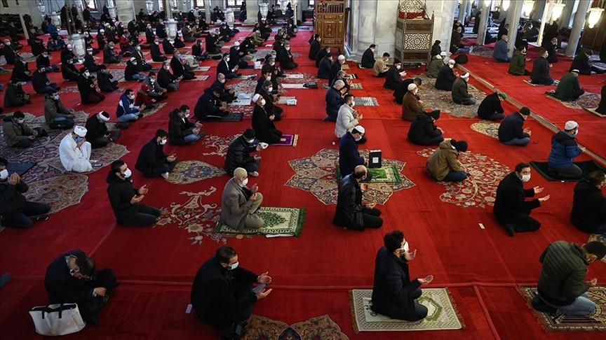 Vatandaşlar, ikametlerine en yakın camide cuma namazını kılabilecek