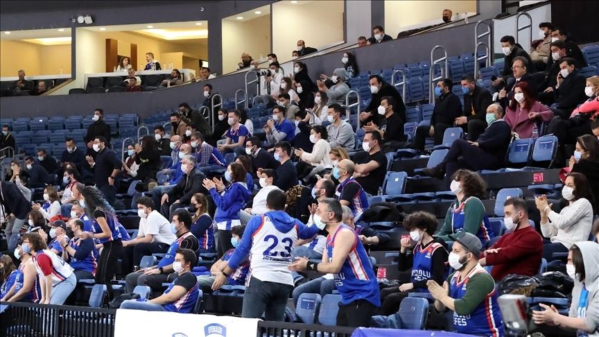 Basketbol salonları yüzde 50 kapasiteyle seyircilere açılacak