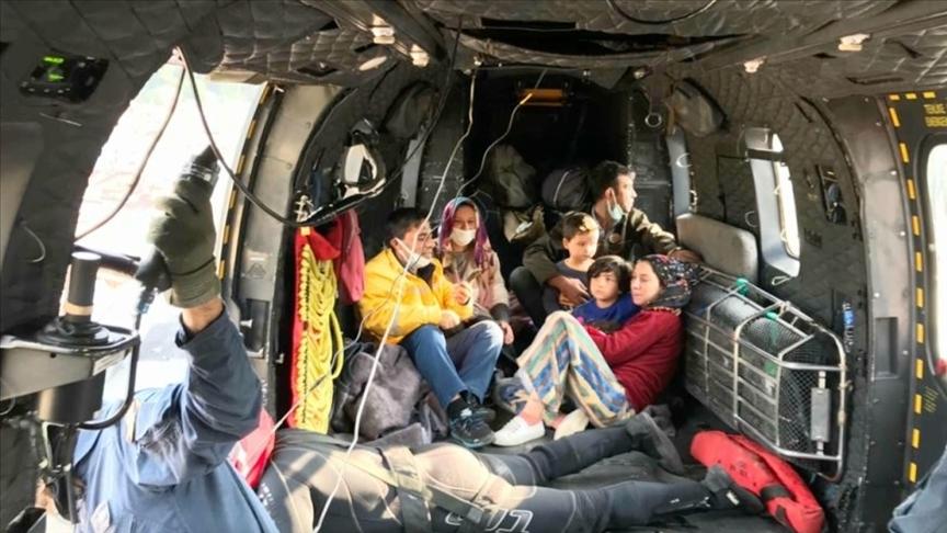 Mehmetçik, sel bölgesinde mahsur kalan 353 vatandaşı helikopterlerle tahliye etti