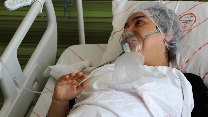 Kararsız kaldığı için aşısını yaptırmayan Kovid-19 hastası kadın pişmanlığını anlattı