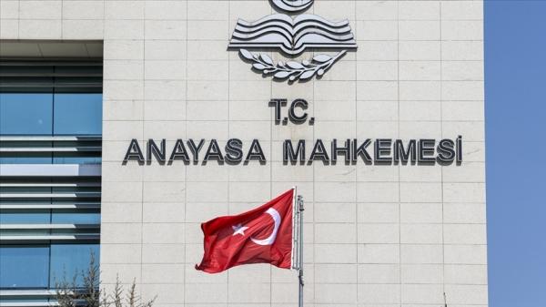 Üniversite öğretim elemanlarının kadrolarının cumhurbaşkanlığı kararnamesi ile düzenlenmesi iptal edildi