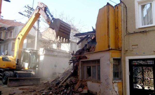 Osmangazi'de Metruk Binalar Bir Bir Yıkılıyor