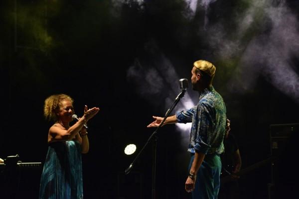 Uluslararası Bursa Festivali'nde Cem Adrian ve Melis Sökmen sevenleriyle buluştu