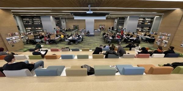 Bursa'nın 24 saat açık kütüphanesi sosyal yaşam merkezine dönüştü