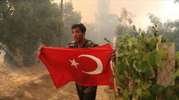Azerbaycanlı itfaiyecilerin Türk bayrağı duyarlılığı
