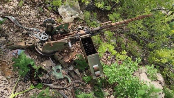 Pençe-Yıldırım operasyonu bölgesinde silah ve mühimmat ele geçirildi