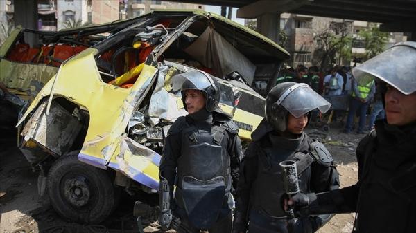 Mısır'da yolcu otobüsü devrildi: 12 ölü, 34 yaralı