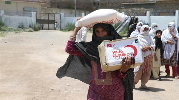 Pakistan'daki Türk kurumları ile sivil toplum örgütleri ramazanda ihtiyaç sahiplerinin yüzlerini güldürecek